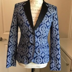 Beautiful tapestry blazer- perfect for fall!